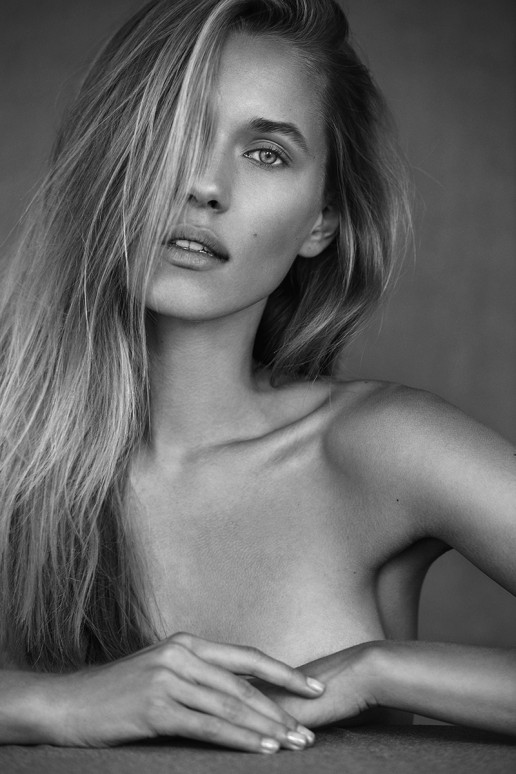 Beauty Marina Lukoschat shot by Sebastian Brüll / Pure, Nude